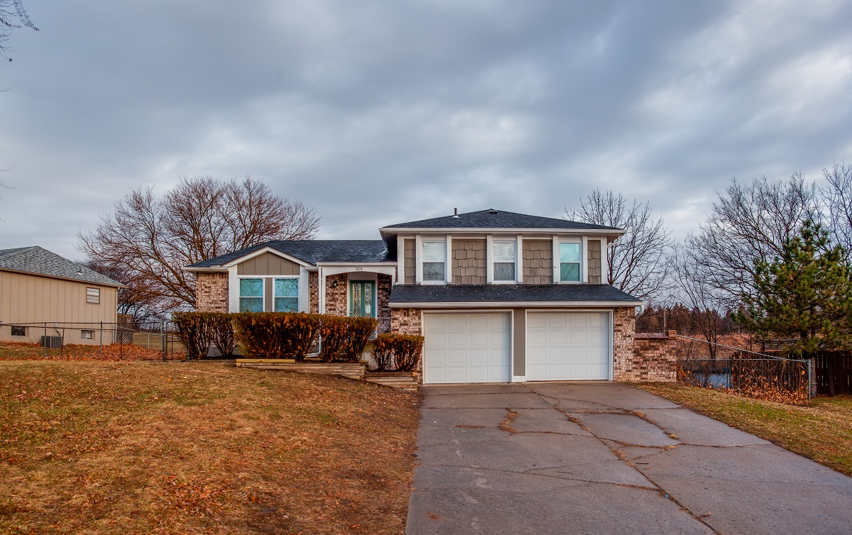 1616 nw amesbury ct house featured image
